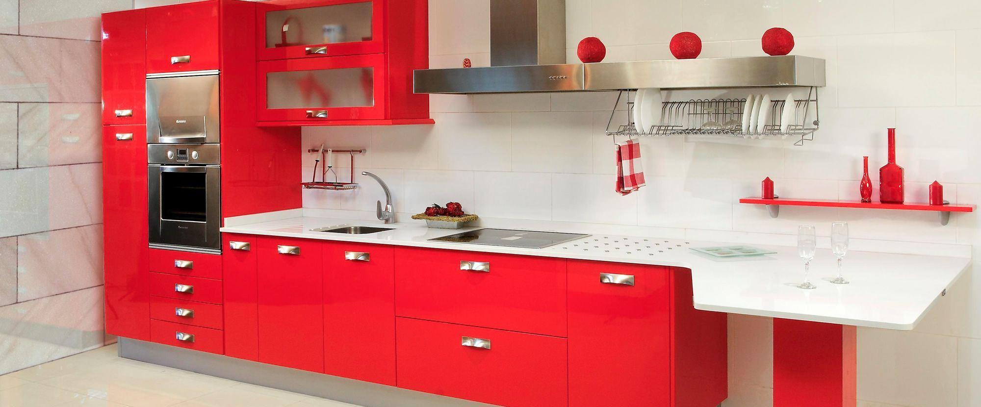 Кухня красная от мебельной фабрики
