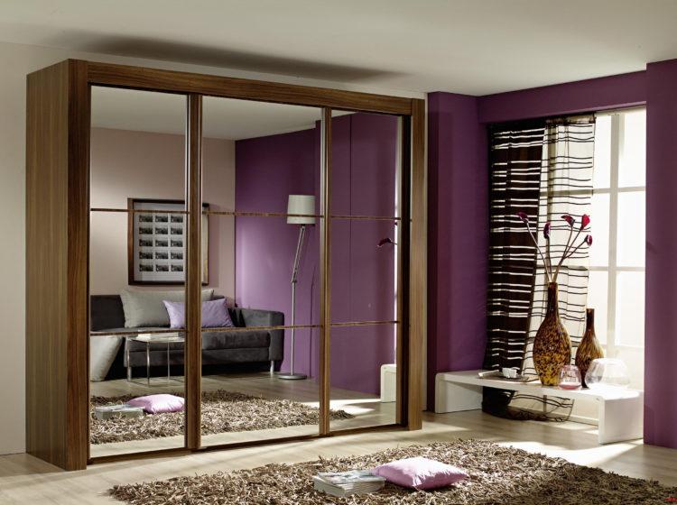 Коричневый шкаф с зеркальными фасадами от мебельной фабрики